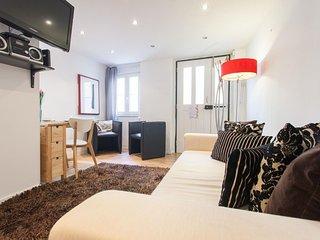 Spacious Portuguese Alfama apartment in Alfama with WiFi.