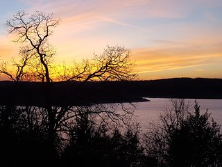 Sunset on the Shoals - Bullshoals Lakefront Resort Cabin 8