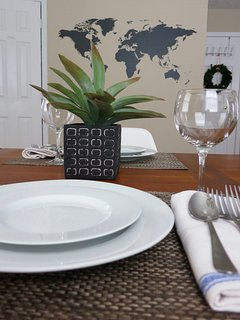 Plates, cups, utensils and basic cooking amenities available