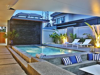 2 BDR Luxury Pool Villa in Nai Harn