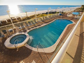 Large Oceanfront Condo With Huge Balcony, Second Floor, Free WiFi, Beach Chairs!