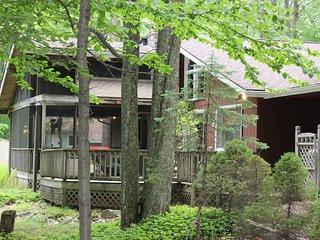 Renovated Lake House w/ Huge Deck, Kayaks and Golf Cart