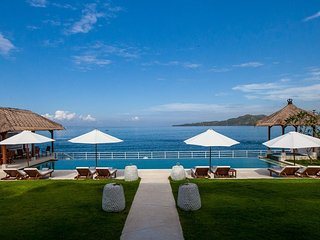 Superb Beachfront 4 bdrs villa - Villa Lucia, Candidasa