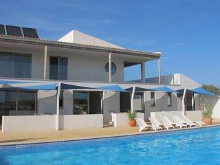 Azul - modern apartment meets hilltop charm, Burgau
