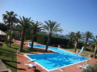 Spacious Villa with Pool and Jacuzzi, Alliste