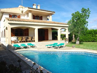 Beach and relax in house private garden & pool