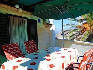 Gorgeous apartment Mara right above the beach