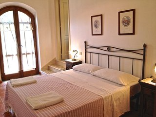 Sorbo country house apartment near sea sleeps 4-5, Santa Maria di Castellabate