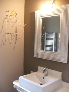 bathroom with 2 separate wash basins