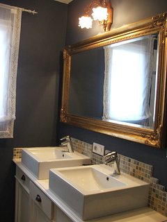 bathroom with 2 wash basins