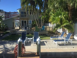 Riley's Retreat, 2 Bedroom Water Front with Boat Dock and Beach Access, Treasure Island