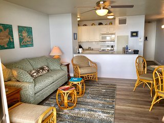 Sugar Beach Oceanfront Condo - FREE NIGHT(Book 6 or more nights- get one free*), Kihei