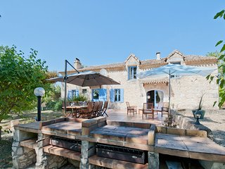 Traditional Farmhouse for 10 with Private Pool, Saint-Aubin-de-Cadelech