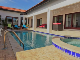 Luxurious villa with OWN pool: GREAT!, Malmok Beach