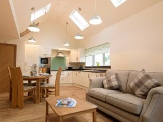 Ground floor property with fitted open plan kitchen/dining/lounge, double bedroom and bathroom.