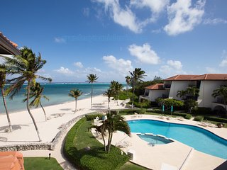 Grand Cayman Islands Ocean front Villa with 2 bedrooms and 2 baths