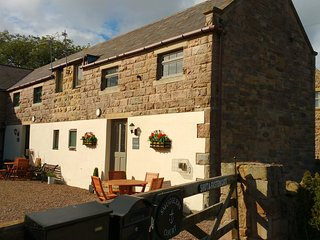 Cove Cottage - near the sea at Budle Bay