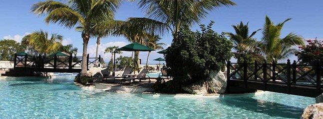 Many gorgeous pools