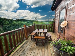 BREATHTAKING 180° Mountain Views!!  LUXURY Cabin in Private Setting!!  2 Decks