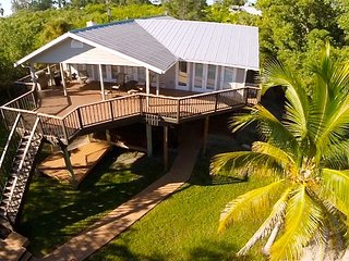 Bayfront Retreat: Luxurious Enclave, Private Dock, Great Family Vacation Home!, Placida