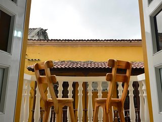 Old City Los Balcones One Bedroom #204 - Balcony/Rooftop Deck - AC/hot H20/WiFi, Cartagena