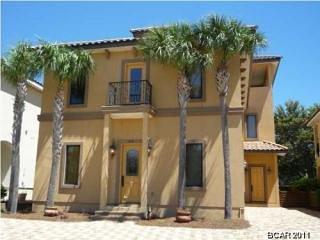 Luxury 4-bed / 6-bath beach villa