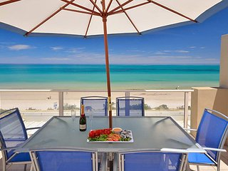 Adelaide Luxury Beach House-Beautiful Sea Views and Sunset-Award Winning