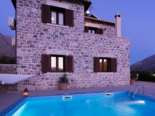 Villa Mirsini, Kerames