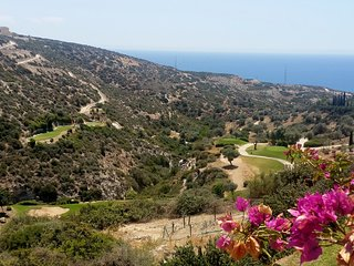 Aphrodite Hills Golf Resort, Holiday 2 bedroom Apartment + Sea View
