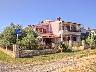 Villa Luisa Ap. 1, Peroj