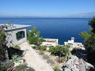 Holiday House Jakov on the sea, Gdinj