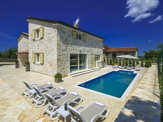 Beautiful stone house combined with modern features, Villa Emma, Tar