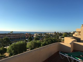 Top Floor Spacious Apartment in La Cala, no car needed., La Cala de Mijas