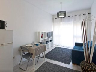 Sunny Apartment In City Center