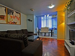 Apartment Four Bedrooms Elegant One Block from the Beach #401 Q401