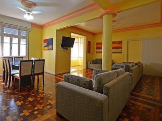 Beautiful Apartment Five Bedrooms Economical One Block from the Beach #504 I504