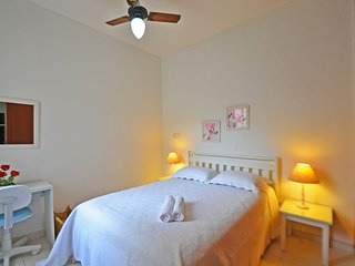 Graceful Apartment One Block from the Beach #139 U139