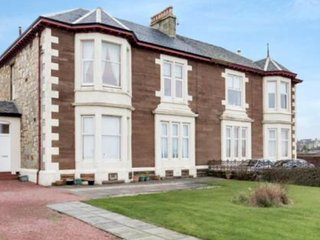Sea view apartment overlooking the sand beach ., Ardrossan