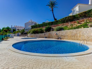 Modern apartment with pool in the centre of Carvoeiro