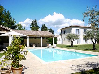 Martignargues Gard, Luxury Villa 12p. heated pool, jacuzzi