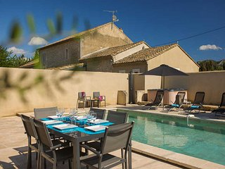 Big renovated landhouse 10p. St-Remy-de-Provence, private pool