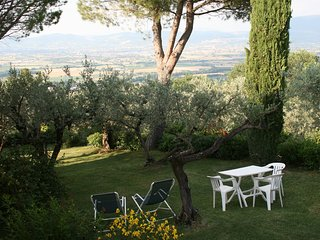 Attic of Luxury Villa with Pool close to Assisi (LA CASA DELLA GINESTRA), Bettona