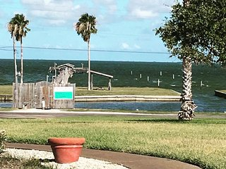 3 Bedroom 2 Bath Water view Condo, Rockport