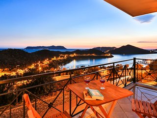 Awesome Views & Cosy Central Apartment, Kas