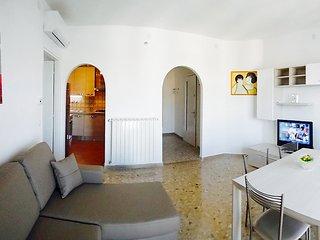 Luminoso appartamento a m. 50 dalla spiaggia - riscaldamento caldaia autonoma