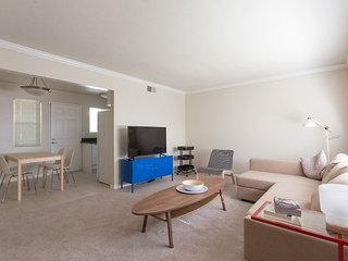 Palo Alto Stylish 2BR w/ Pool & Gym - Kasa