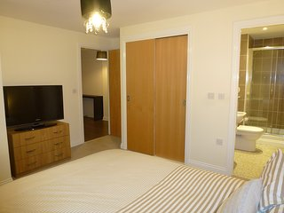FREE PARKING - Luxury 2 Bedroom Modern Apartment Near Glasgow City Centre