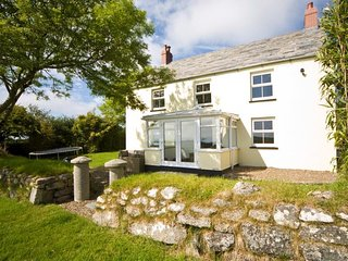 Fabulous Detached Farmhouse with 4 Star Gold Award, Bodmin