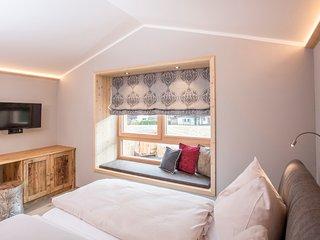 Schlafzimmer mit Window-Seat