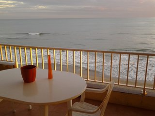 Beach-front, spectacular views, 6th floor, close to Barcelona,